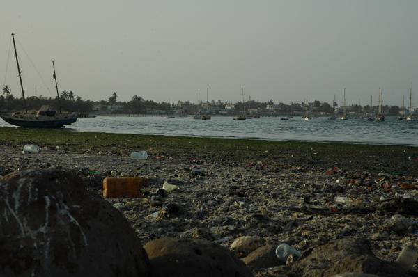 A Dakar, la Baie d'Hann asphyxiée par les déchets.
