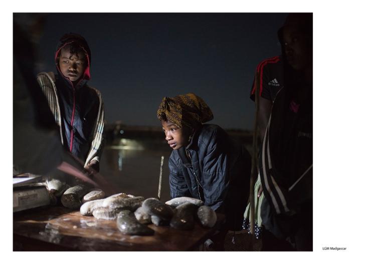 A Madagascar, la société IOT a développé l'aqualculture des concombres de mer. Cette activité génère des revenus pour les familles qui touchent ainsi près de 40 $ par mois. Photo Joan Bardeletti